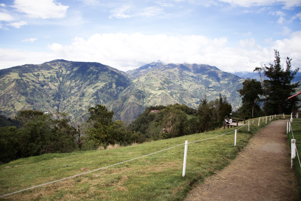 Banos Ecuador, Swing at the edge of the world, Travel blogger South America